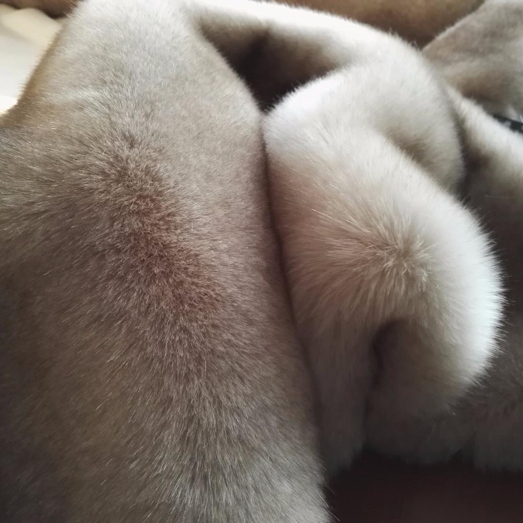 新骏 山东毛绒厂直销高端品质 款米色染咖啡尖高低毛仿狐狸毛皮,毛球用假毛